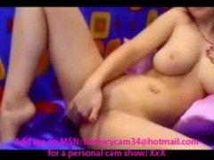 Camgirl masturbiert vor ihrer Webcam